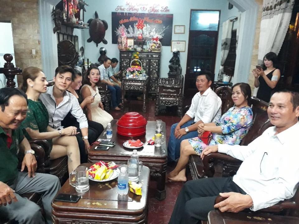 Lam Chi Khanh va ban trai kem 8 tuoi rang ro trong ngay dam ngo hinh anh 4