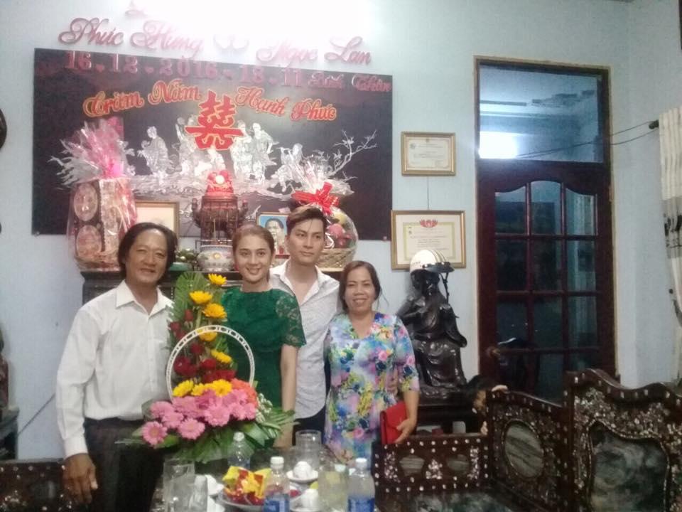 Lam Chi Khanh va ban trai kem 8 tuoi rang ro trong ngay dam ngo hinh anh 1