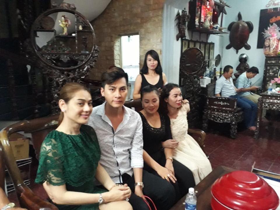 Lam Chi Khanh va ban trai kem 8 tuoi rang ro trong ngay dam ngo hinh anh 6