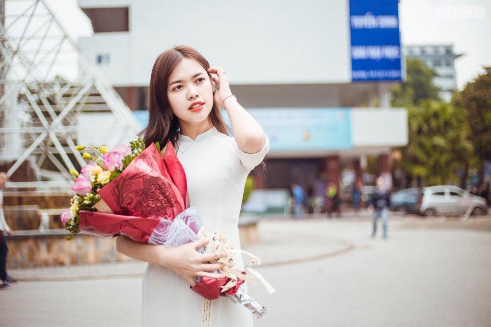 Thi sinh Hoa hau Hoan vu Viet Nam bao ve luan van thac si truoc them chung ket hinh anh 1