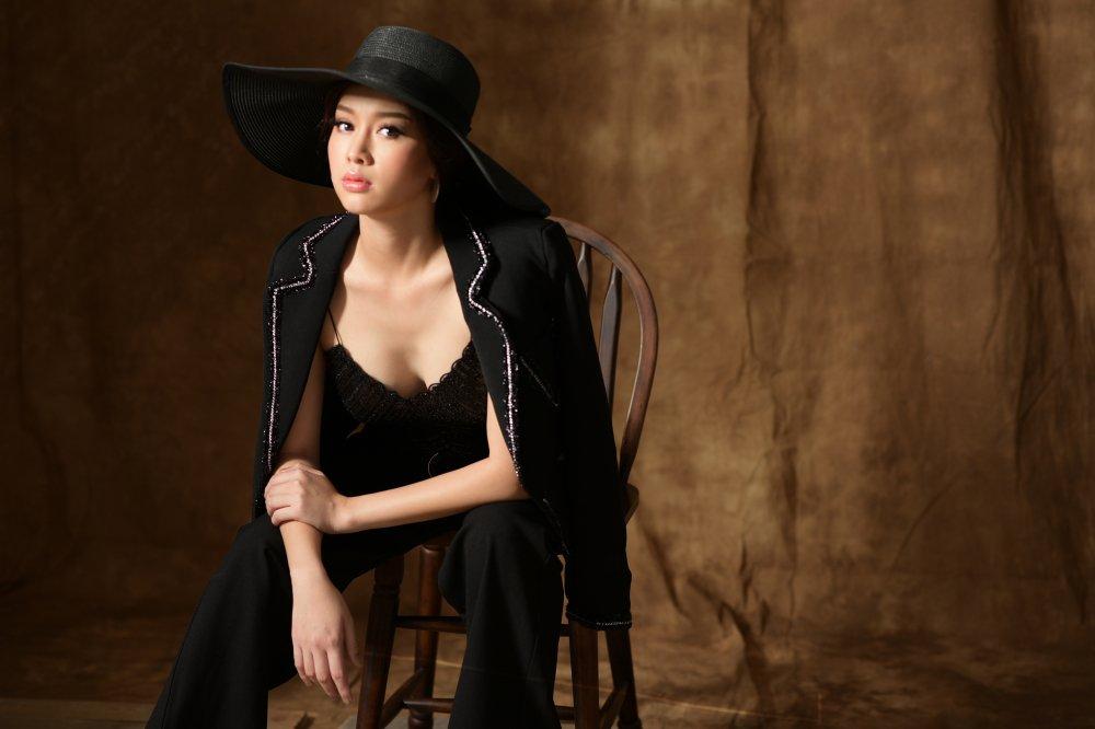Top 10 Hoa hau Viet Nam ngai ngung dong canh nong trong phim gay sot tren VTV hinh anh 6