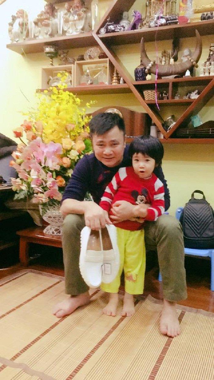 Tu Long hanh phuc ben vo dep, con xinh khi don tuoi 44 hinh anh 4