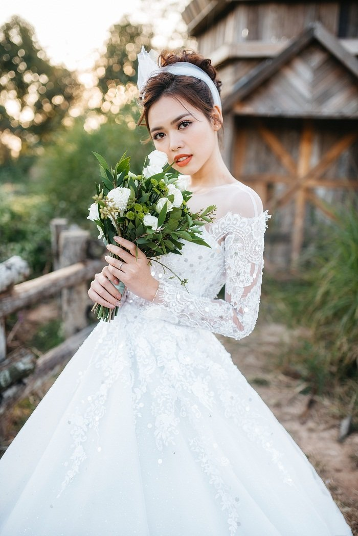 Thi sinh Hoa hau hoan vu Viet Nam long lay trong vay cuoi tinh khoi hinh anh 2