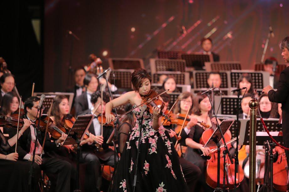 'V-Concert: Hoa nhac nam moi': Dem thang hoa cua am nhac dinh cao, dang cap hinh anh 5