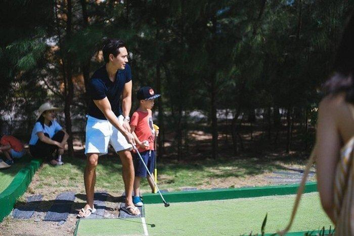 Ho Ngoc Ha hanh phuc nhin Kim Ly day Subeo danh golf hinh anh 5