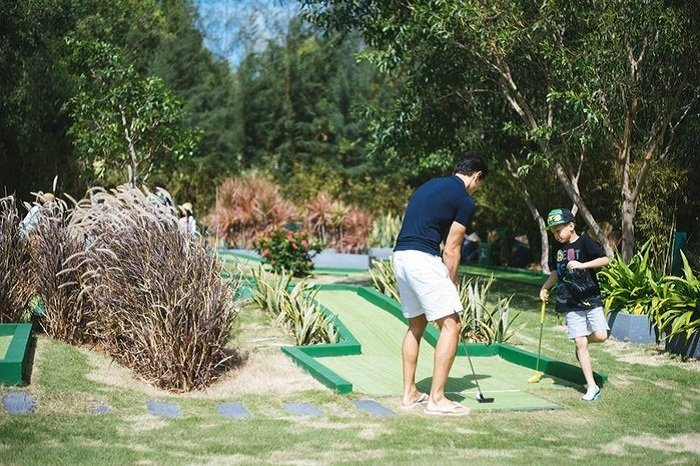 Ho Ngoc Ha hanh phuc nhin Kim Ly day Subeo danh golf hinh anh 4