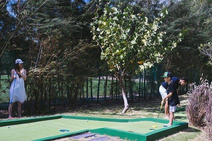 Ho Ngoc Ha hanh phuc nhin Kim Ly day Subeo danh golf hinh anh 2