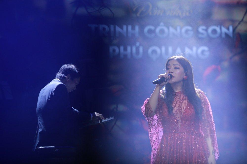 'Nang tho' moi cua Phu Quang nuc no tren san khau hinh anh 2