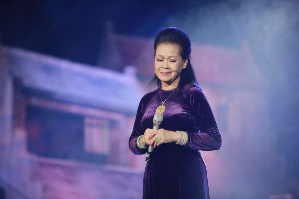 Sau khi to Ngoc Anh vo on, Phu Quang mung sinh nhat 'nang tho' moi ngay tren san khau hinh anh 1