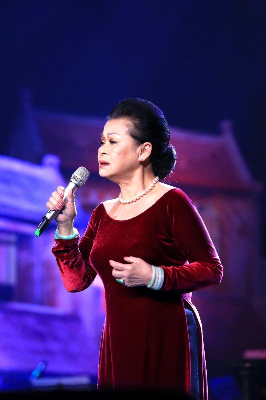 Sau khi to Ngoc Anh vo on, Phu Quang mung sinh nhat 'nang tho' moi ngay tren san khau hinh anh 2