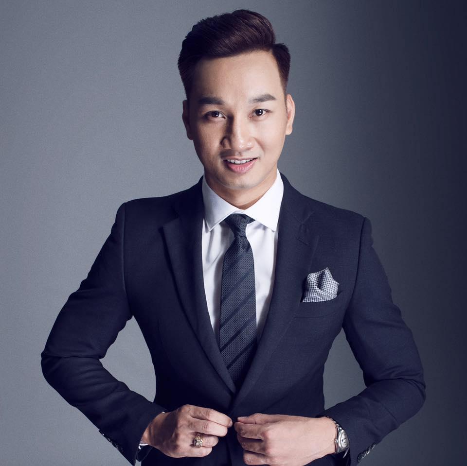U23 Viet Nam gay dia chan, MC Thanh Trung hua nhuom dau nua vang nua do hinh anh 1