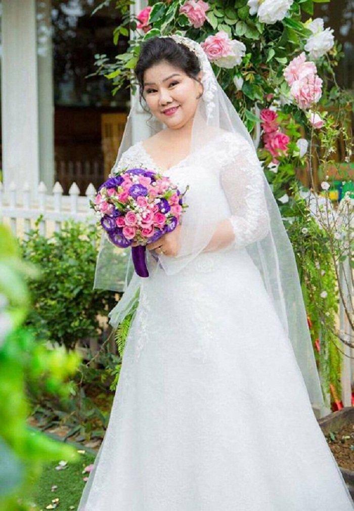 NSND Thanh Hoa bat khoc khi 70 tuoi moi lan dau mac vay cuoi hinh anh 1
