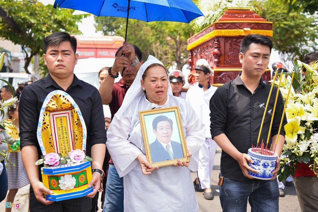 Dien vien Le Tuan Anh va cac nghe si nghen ngao trong le tang Nguyen Hau hinh anh 12
