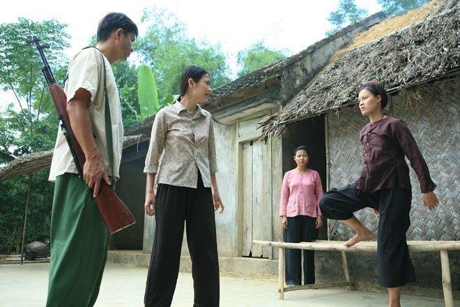Nu chinh phim 'Thuong nho o ai' lai bi dong nghiep to hon lao hinh anh 1