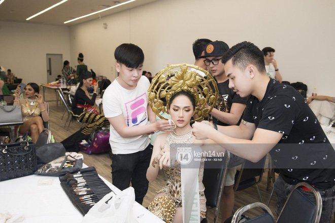 Huong Giang: 'Cam xuc cua toi vo oa khi nghe hai tieng Viet Nam' hinh anh 4