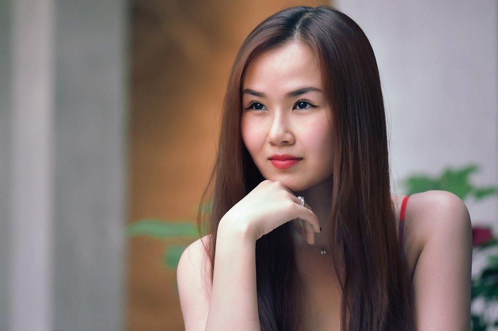 Ha Tram: 'Suy sup vi ban trai phan boi, suyt bi bau show cuong hiep' hinh anh 7