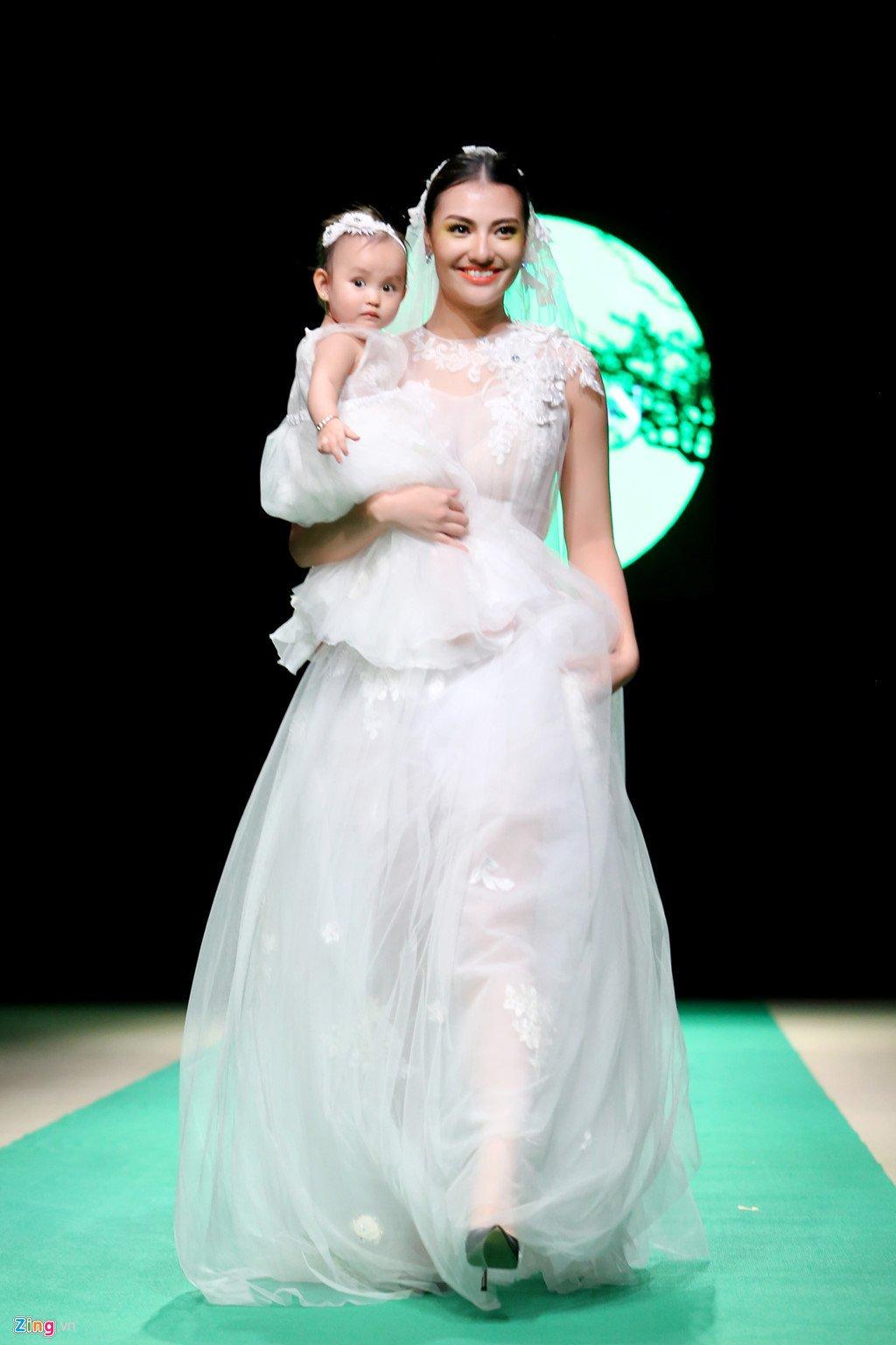 Nguoi mau Hong Que: Nguoi yeu 5 nam choi bo khi toi mang thai hinh anh 2