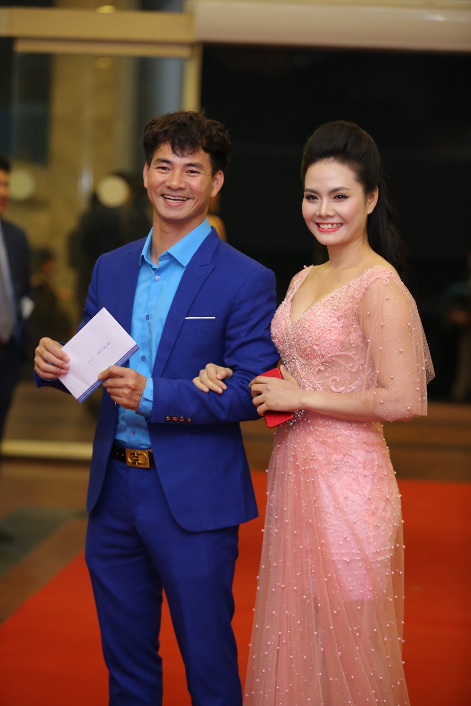 Hoa hau Nguyen Thi Huyen tinh tu khoac tay ca si Tan Minh tren tham do hinh anh 18