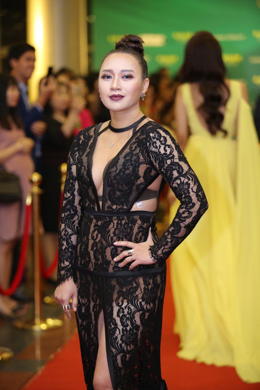 Hoa hau Nguyen Thi Huyen tinh tu khoac tay ca si Tan Minh tren tham do hinh anh 4