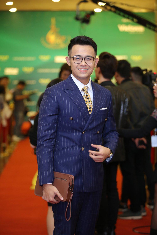 Hoa hau Nguyen Thi Huyen tinh tu khoac tay ca si Tan Minh tren tham do hinh anh 15