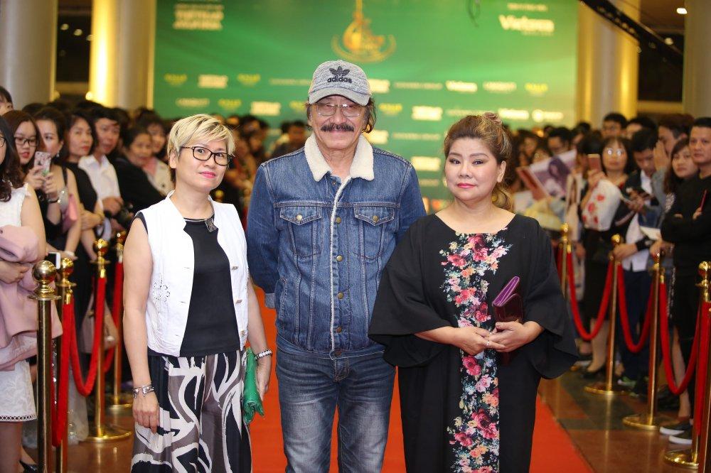 Hoa hau Nguyen Thi Huyen tinh tu khoac tay ca si Tan Minh tren tham do hinh anh 3