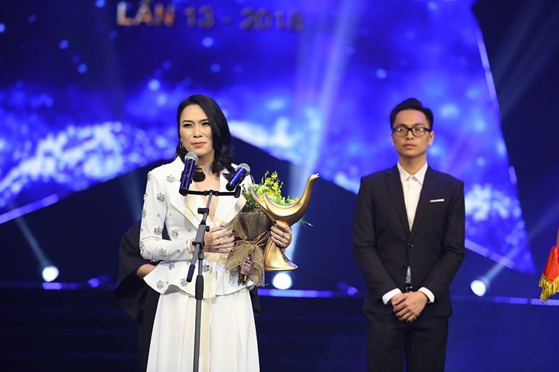 My Tam, Duong Cam va Ngot lam nen ba 'cu dup' o giai Cong hien 2018 hinh anh 1