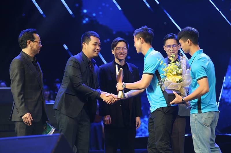 My Tam, Duong Cam va Ngot lam nen ba 'cu dup' o giai Cong hien 2018 hinh anh 3