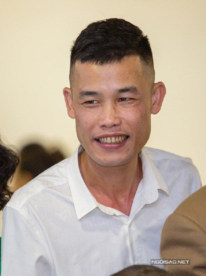 Chi Trung cuoi man nguyen khi chung kien con trai hon vo trong ngay cuoi hinh anh 12