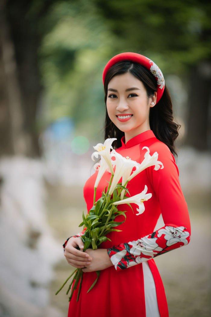 Hoa hau Do My Linh thanh 'nang tho' trong bo suu tap ao dai moi cua Ngoc Han hinh anh 5