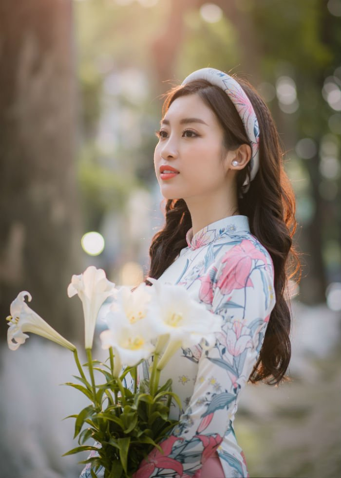Hoa hau Do My Linh thanh 'nang tho' trong bo suu tap ao dai moi cua Ngoc Han hinh anh 6
