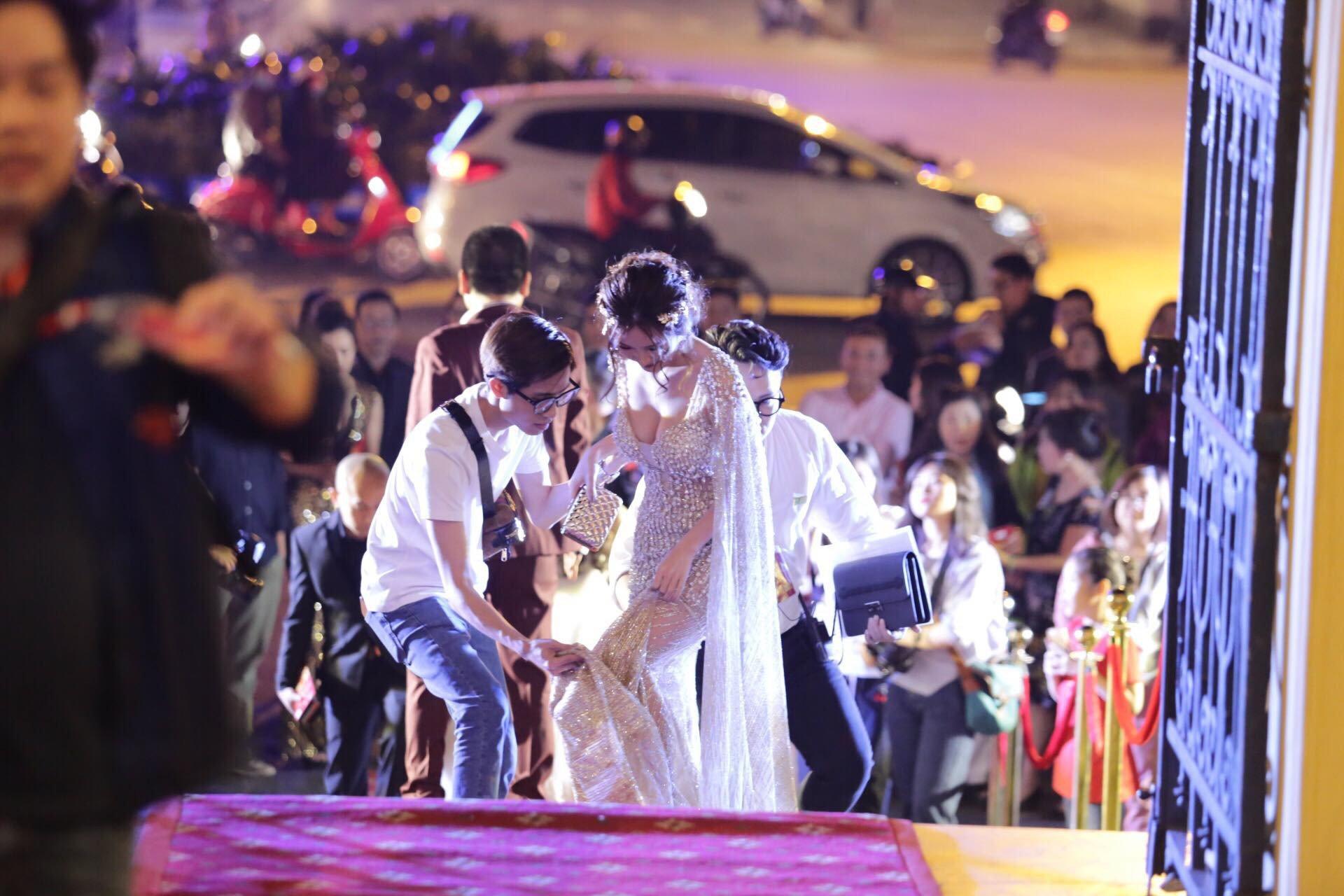 Sau scandal cua Truong Giang, Nha Phuong khoe lung tran tai giai Canh dieu vang hinh anh 5
