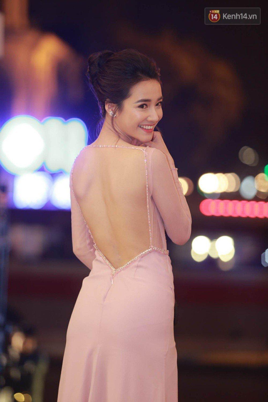 Sau scandal cua Truong Giang, Nha Phuong khoe lung tran tai giai Canh dieu vang hinh anh 2