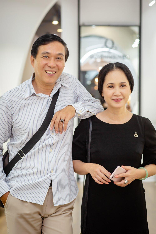 Vo chong NSND Lan Huong - Do Ky cho nhau bang xe cub di may do hinh anh 3