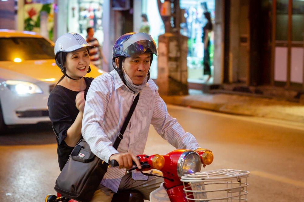 Vo chong NSND Lan Huong - Do Ky cho nhau bang xe cub di may do hinh anh 1