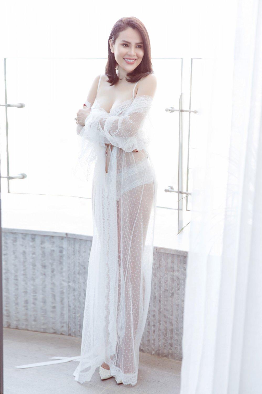 Day la Hoa hau Viet dau tien duoc xuat hien tren tap chi Vogue Thai Lan hinh anh 4