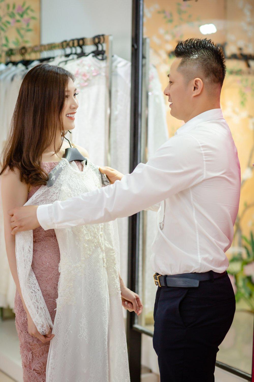 Chong dai gia lai xe sang dua Hoa hau Thuy Linh di thu do hinh anh 5