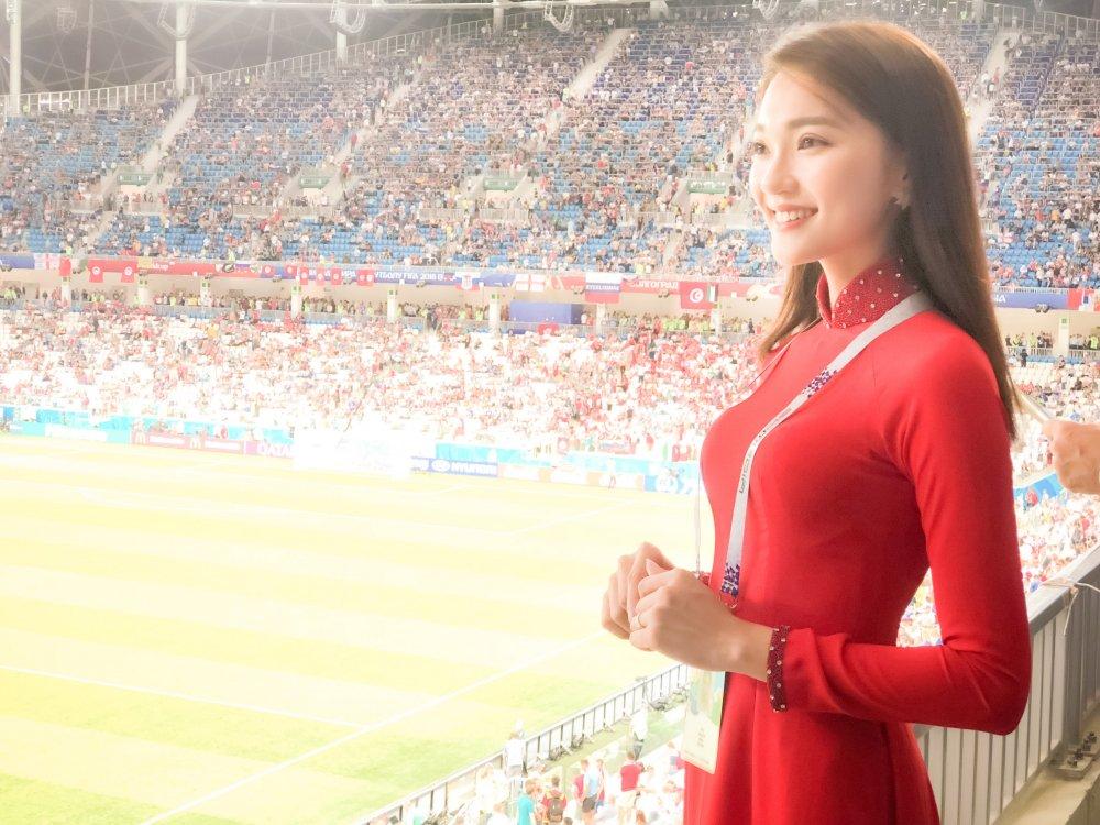 Top 10 Hoa hau Hoan vu Viet Nam dien ao dai co vu doi tuyen Anh hinh anh 2
