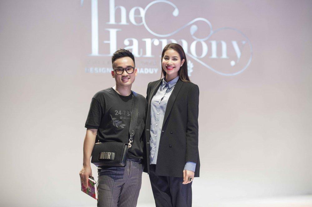 Hoa hau Pham Huong, Thanh Tu, Hong Que gian di trong buoi tong duyet cho show dien thoi trang hinh anh 2