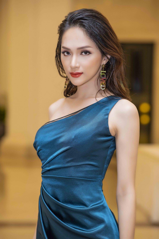 Huong Giang bat ngo khong dien o vi tri vedette cung Pham Huong hinh anh 3