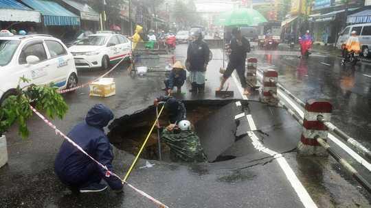 'Ho tu than' dai hon 5m tan cong duong pho Nha Trang hinh anh 1