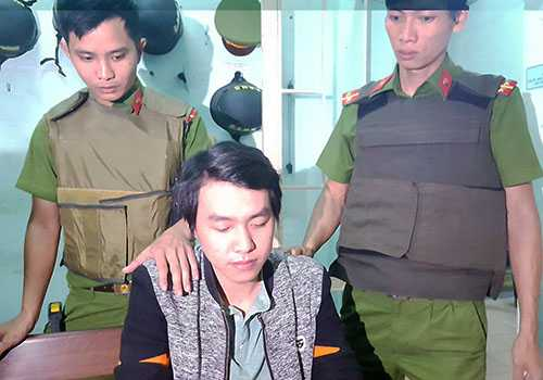 Cuop ngan hang o Da Nang: 8 phut gay an va dao tau cua nghi can hinh anh 1