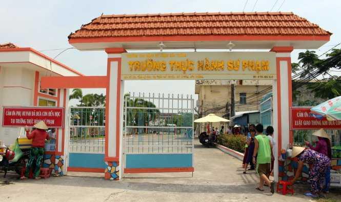 Can bo van phong Tinh uy Soc Trang danh nhau trong truong cua con hinh anh 1