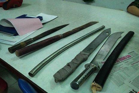Nhom thanh nien mang dao kiem di quyet dau o Dong Nai hinh anh 2