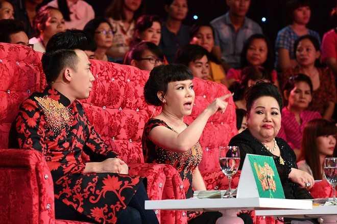 Tran Thanh che hoc tro Hoai Linh dien hai vo van hinh anh 2