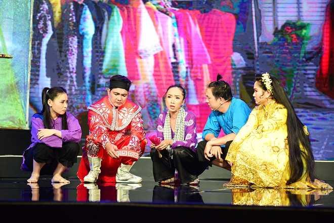 Tran Thanh che hoc tro Hoai Linh dien hai vo van hinh anh 8