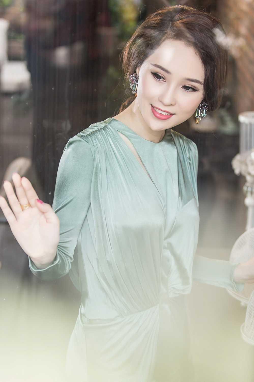 A hau Thai Nhu Ngoc sang chanh trong loat hang hieu sieu dat do hinh anh 2