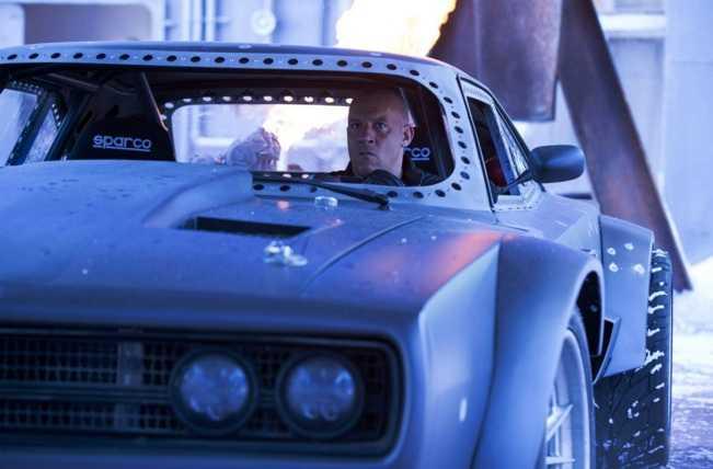 He lo dan 'sieu xe bang' cau canh cua bom tan Fast & Furious 8 hinh anh 1