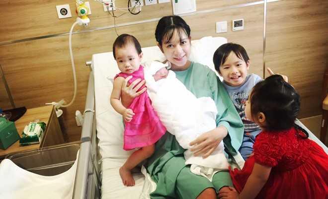 Ly Hai - Minh Ha hanh phuc ben quy tu thu 4 vua chao doi hinh anh 10