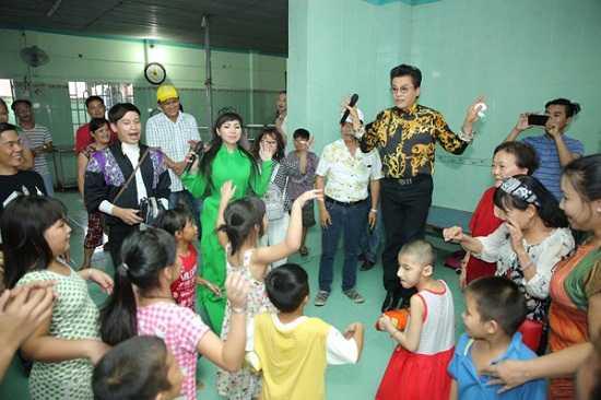 Ngay 19/7, MC Thanh Bach to chuc cuoi lan thu 9 hinh anh 6