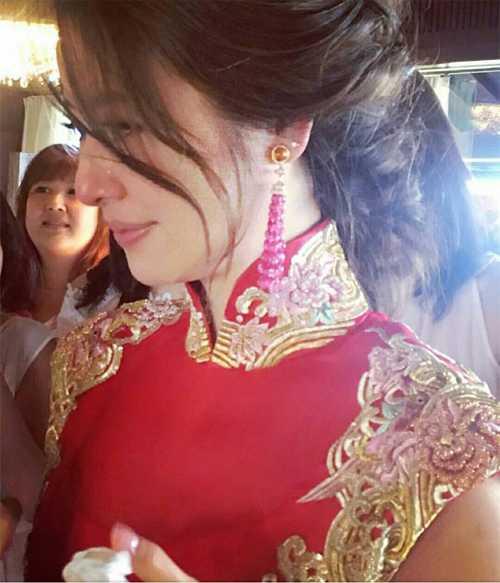 Boc gia vay cuoi va trang suc hang hieu 'khung' cua Lam Tam Nhu hinh anh 8